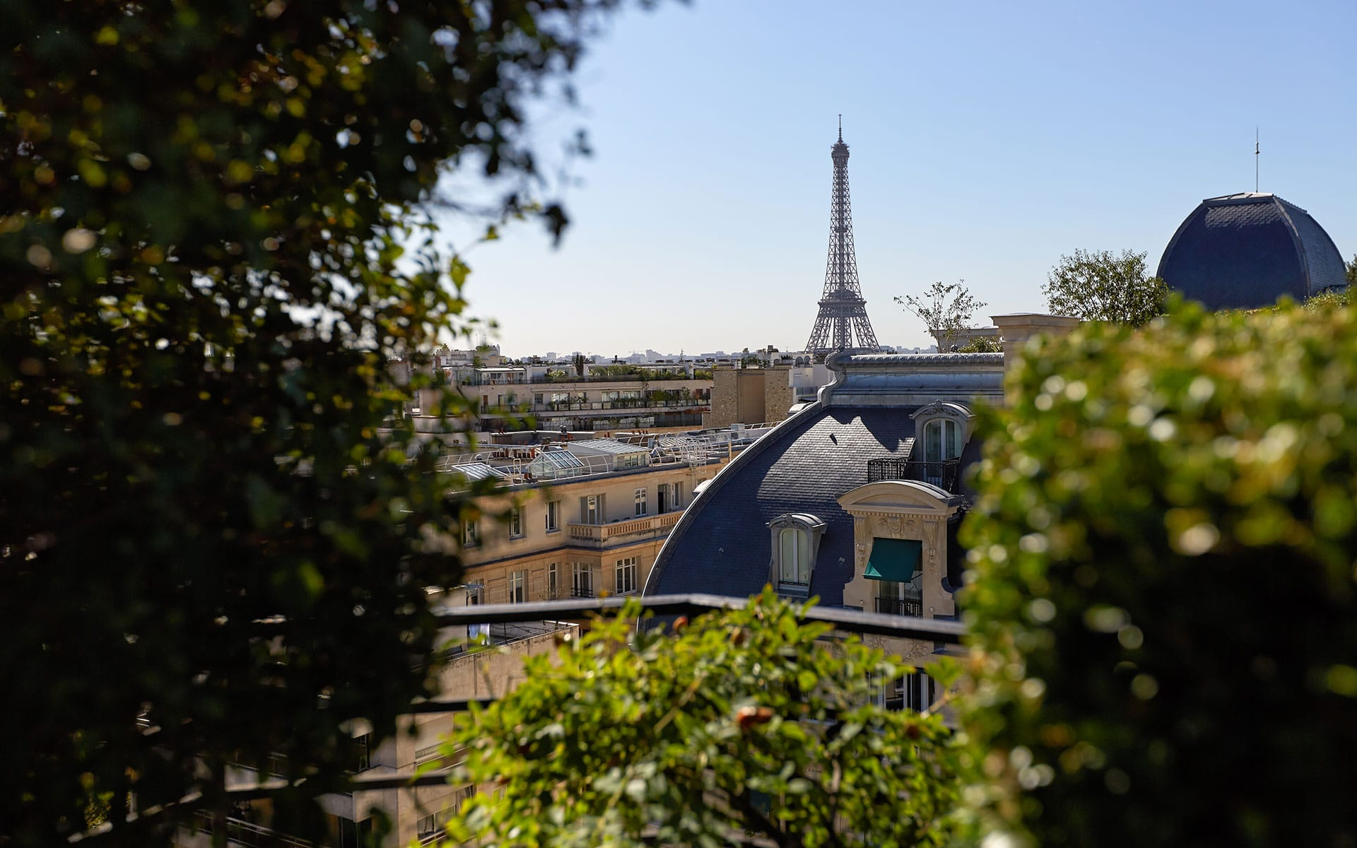 266/1-Home/Terrace-Restaurant---Eiffel-Tower-View-CHotel-Raphael-Paris-min.jpg