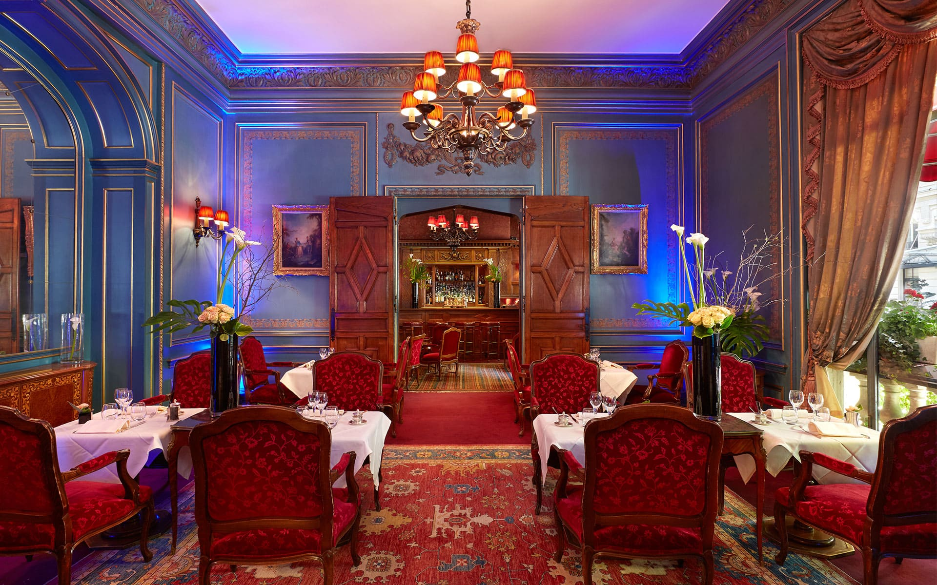266/10-restaurant-bar/Blue-Lounge-1 - -CHotel-Raphael-Paris.jpg