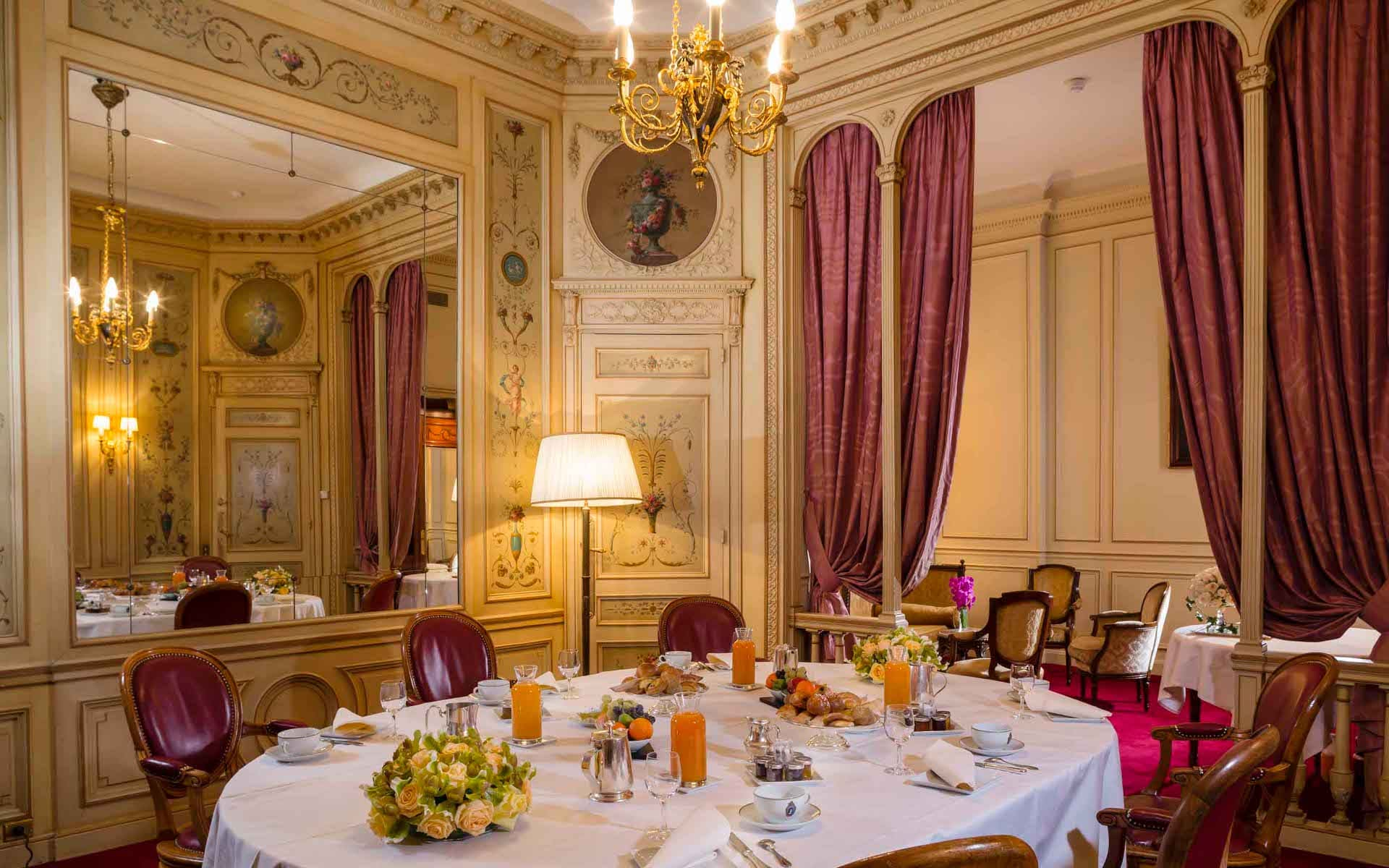 luxury restaurant paris
