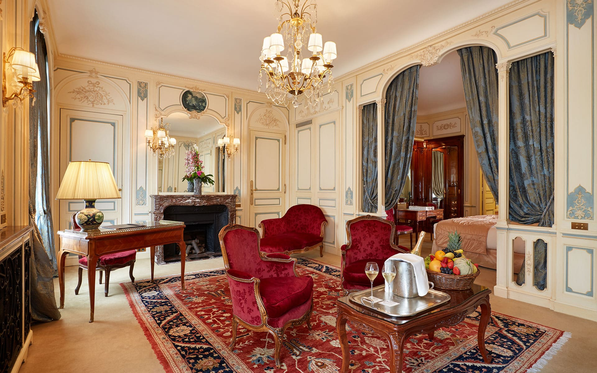 266/5-Suites/Suite-Signature-2-Living-Room - -CHotel-Raphael-Paris.jpg